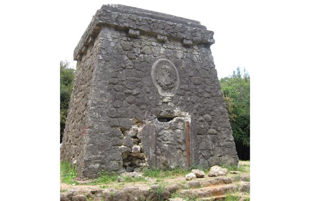 Erdbeben und Vandalismus hatten den Bismarckturm in eine Ruine verwandelt. Aus Sicherheitsgründen musste das Denkmal geschlossen werden.