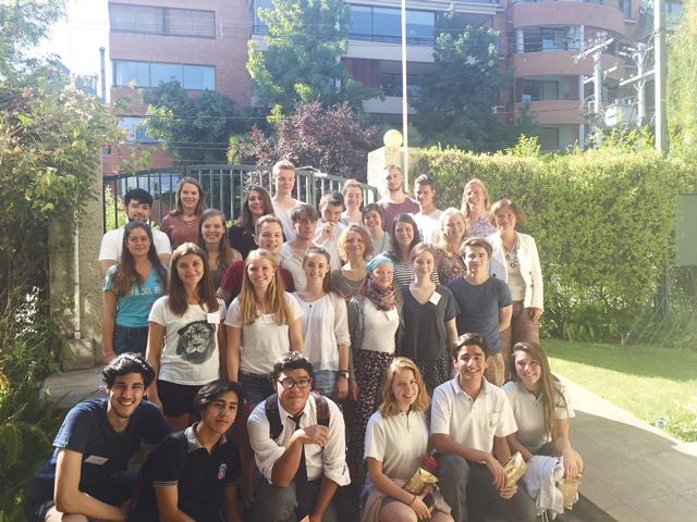 Die neuen Kulturweit-Freiwilligen vor dem Seminarort LBI: Für ihre Zeit in Chile nahmen sie vor Kurzem an einem Einführungsseminar teil.
