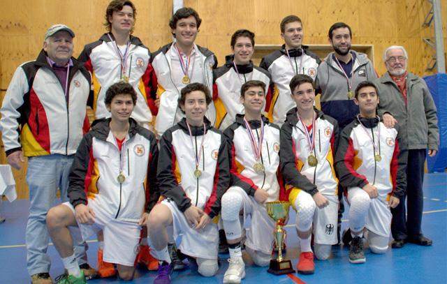 Con la alegría del primer lugar: el equipo del Colegio Alemán de Puerto Montt