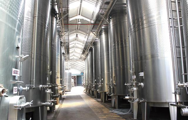 Weinherstellung in Stahltanks