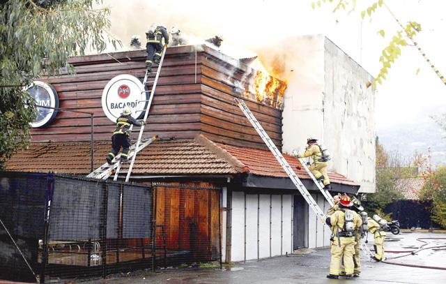 Ein Feuer zerstörte im Mai 2017 die Diskothek Las Urracas in Vitacura – die «15.» musste zur Brandbekämpfung ausrücken.