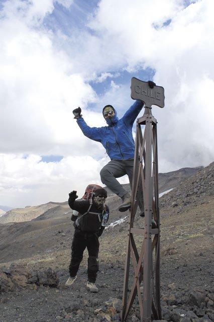 Die Grenzmarkierung Chile-Argentinien. Hier haut uns ein heftiger Wind fast um.