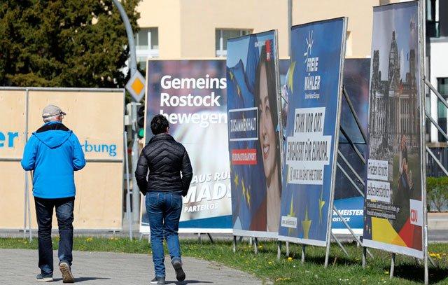 Wahlplakate zur bevorstehenden Kommunal- und Europawahl in Rostock, Mecklenburg-Vorpommern. Foto: Bernd Wüstneck/dpa