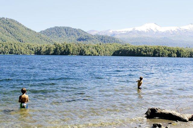 See Pirehueico und Vulkan Mocho Choshuenco bei Huilo Huilo