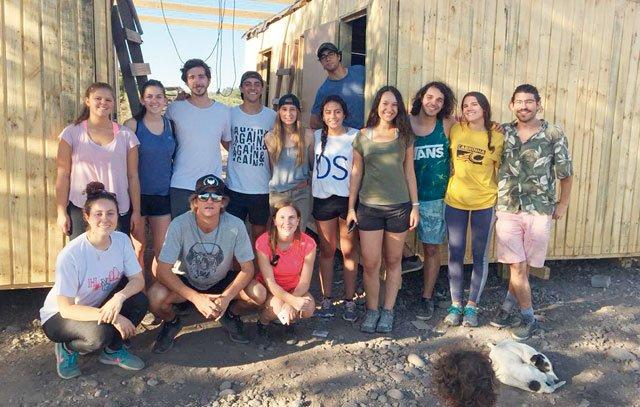 Ex-Alumnis der Deutschen Schule Santiago beim Projekt C.A.S.A.
