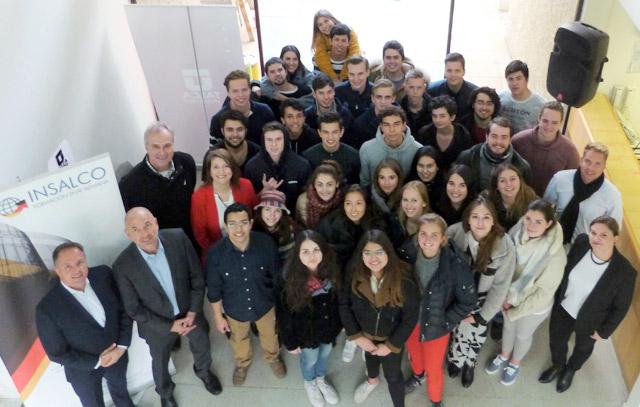 Transkontinentales Auszubildenden-Projekt: die Alumnos beider Länder und ihre Lehrer nach der ersten Projektwoche