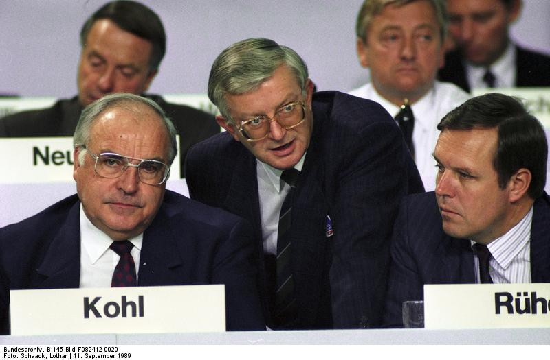37. Bundesparteitag der CDU in der Bremer Stadthalle 1989, Rudolf Seiters in der Mitte